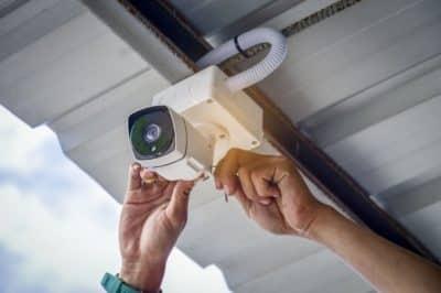Installation de camera de surveillance